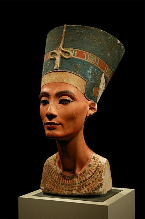 a look at three important pharaohs thutmose iii nefertitit and senusret iii Senusret i-iii 18th dynasty  he married nefertiti, and after a couple of years on the throne he changed his name to akhenaten  amenhotep iii celebrated three .