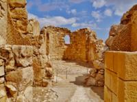 Quelle: https://upload.wikimedia.org/wikipedia/commons/4/44/Masada\_Massada\_Byzantinische\_Kirche\_1.JPG (lizenzfrei)