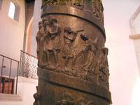 Bernwardsäule im Dom zu Hildesheim, um 1000, Foto Thangmar, 2005, Wikimedia Commons