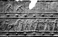 Aus: L.W. King, Bronze Reliefs from the Gates of Shalmaneser, King of Assyria B.C. 860-825, London 1915, Pl. 8